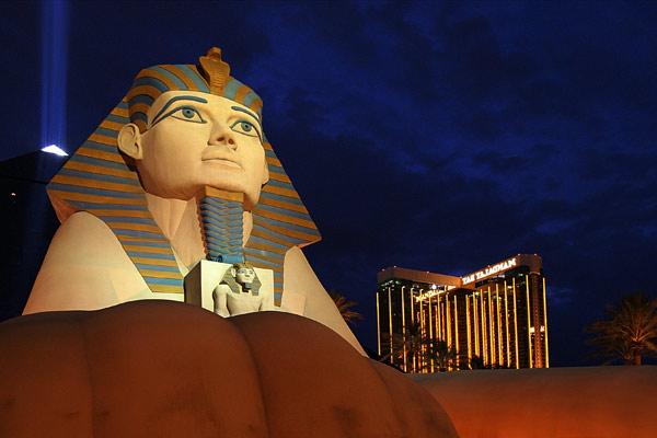 Vegas | Canon 10D, EF 17-40 4.0, 17mm, f 4.0, 1/8s, ISO 800