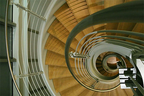 spiral staircase | Canon 10D, EF 17-40 4.0, 17mm, f 4.0, 1/20s, ISO 800