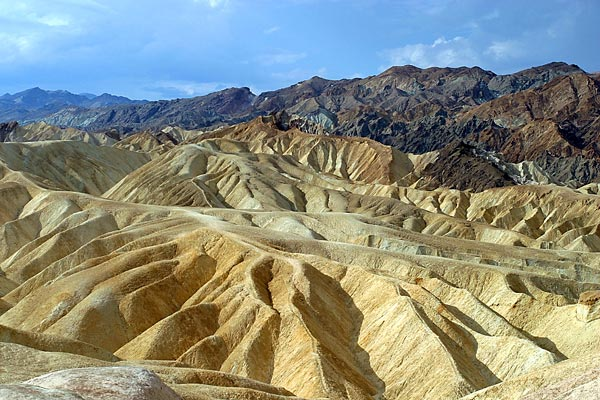 Death Valley - Zabriskie Point | Canon 10D, EF 17-40 4.0, 40mm, f 6.0, 1/750s, ISO 200