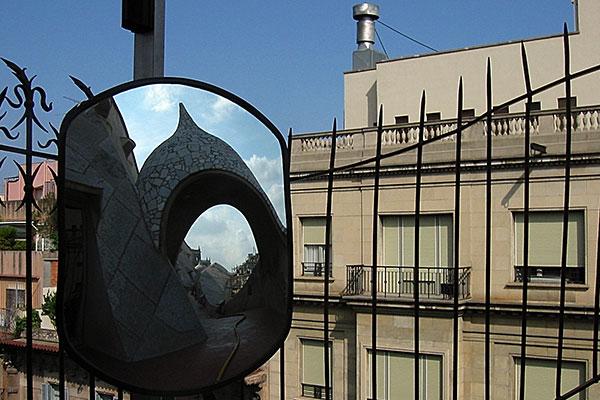 La Pedrera | Canon IXUS 300, f 6.0, 1/500s