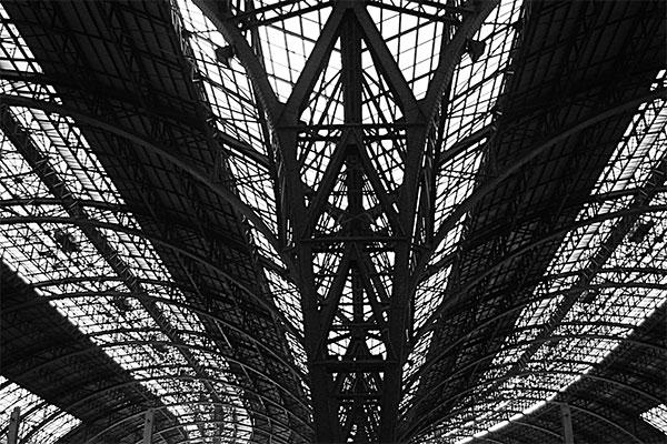 station | Canon IXUS 300, f 2.4, 1/160s