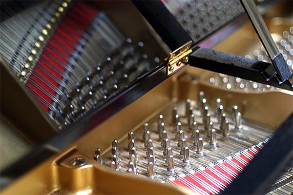 piano | Canon 10D, EF 50 1.4, f 1.8, 1/20s, ISO 400