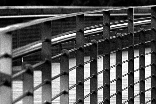 bars | Canon 10D, EF 70-200 2.8, 115mm, f 4.0, 1/500s, ISO 200