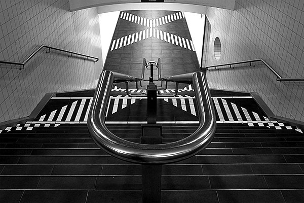 stairs | Canon 10D, EF 17-40 4.0, 23mm, f 16, 2s, ISO 200