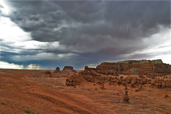 Goblin Valley State Park | Canon 10D, EF 17-40 4.0, 17mm, f 8, 1/60s, ISO 400