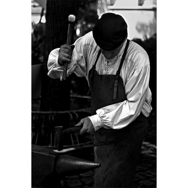 Man at work | Canon 10D, EF 50 1.4, f 1.8, 1/1500s, ISO100