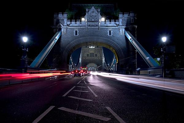 Tower Bridge, London headlightstreaks | Canon 10D, EF 17-40 4.0, 17mm, f 16, 6s, ISO 100