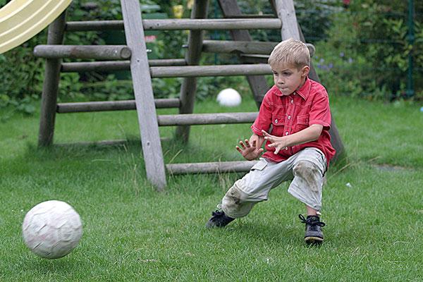 soccer | Canon 10D, EF 70-200 2.8, 70mm,  f 2.8, 1/500s, ISO400