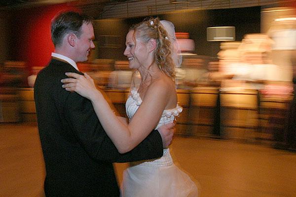 wedding | Canon 10D, EF 17-40 4.0, 17mm, f 4.0, 1/8s, ISO 800, flash