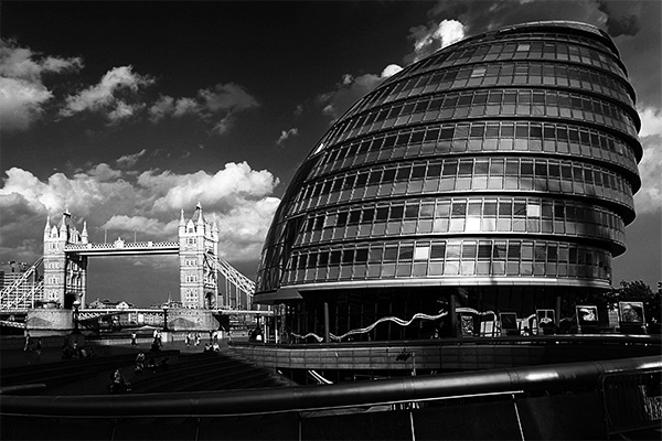 City Hall, London | Canon 10D, EF 17-40 4.0, 17mm, f 8, 1/250s, ISO 100