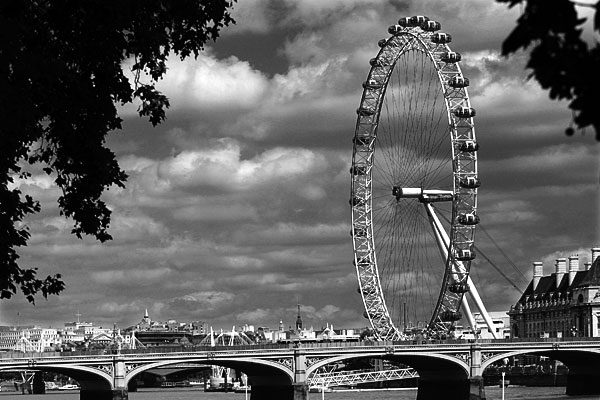 London Eye | Canon 10D, EF 70-200 2.8, 70mm,  f 4.5, 1/3000s, ISO200