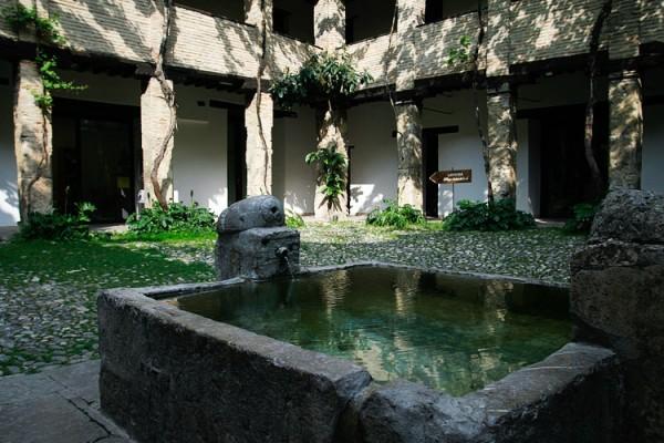 Karawanserei, Granada | Canon 10D, EF 17-40 4.0, 17mm, f 4.0, 1/125s, ISO 100